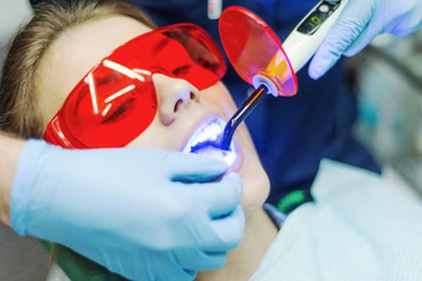 https://cliniquedentairepalmiers.ma/wp-content/uploads/2021/01/parodontie-et-laser-2-1.jpg